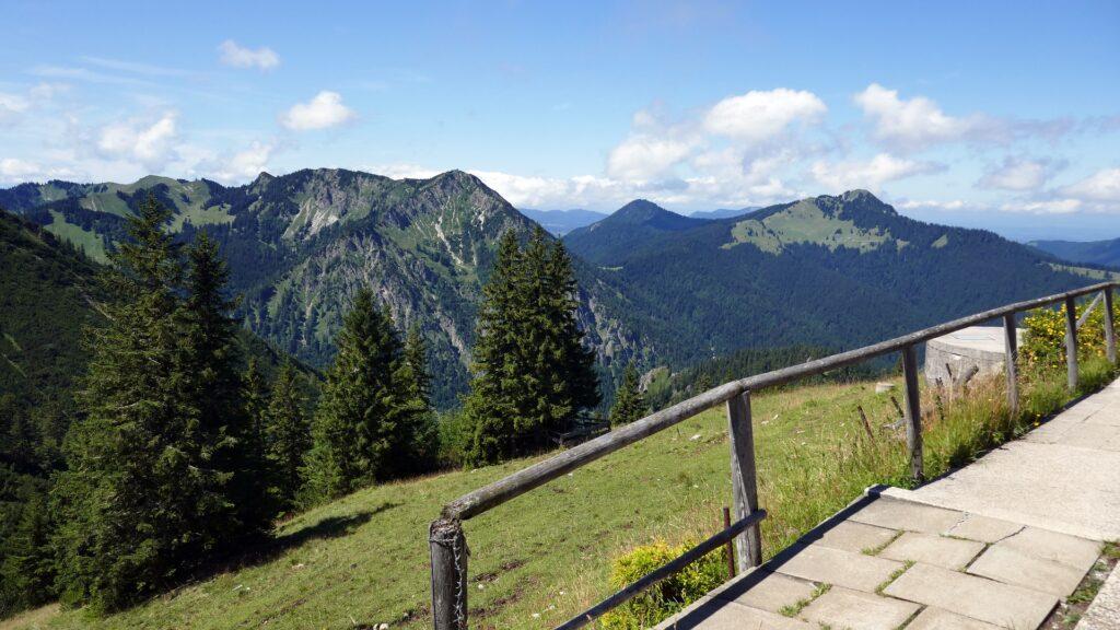widok ze szlaku na góry