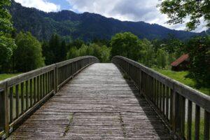 most z widokiem na góry